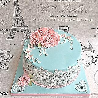 Fondant roses and lace - Cake by Cakes4you.ewelina