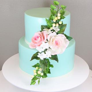 Little weddingcake with sugarflowers