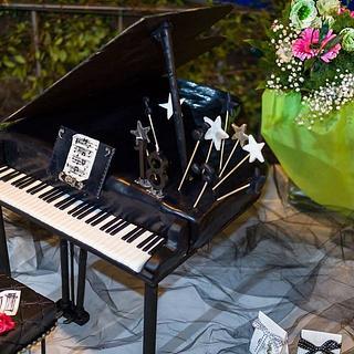 Grand Piano Cake - Cake by Estro Creativo