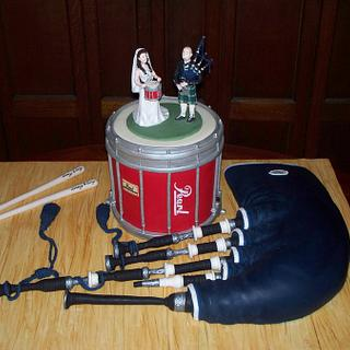 Bagpipe and drum wedding cake