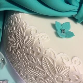 Large bow birthday cake - Cake by Mulberry Cake Design