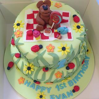 Picnic bear cake