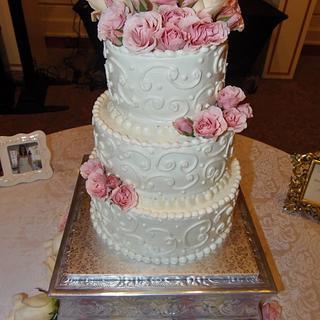 Feminity pink and white buttercream wedding cake