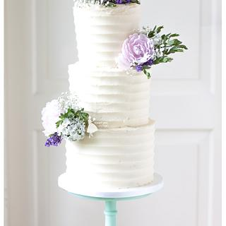 Buttercream weddingcake with sugarflowers