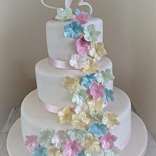 Weddingcake with pastel colour flowers