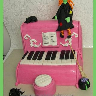 Witch piano Cake