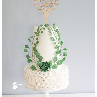 Double barrel weddingcake with succulents