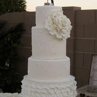 Vintage style wedding cake with ruffles and lace - Cake by sking