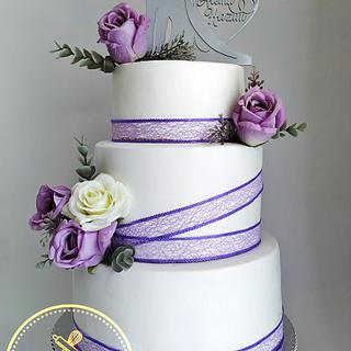 Elegant purple roses wedding cake
