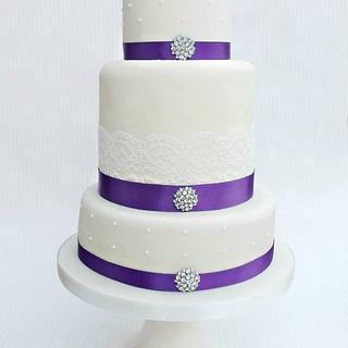 Ivory & Purple Cake Design