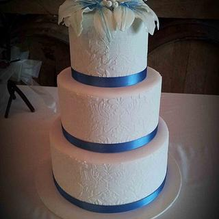Lilium and Damask Stencil Wedding Cake
