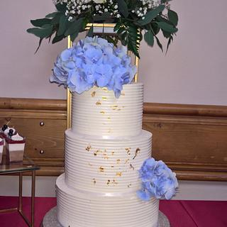 Wedding cake & gold