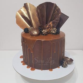 Chocolate and SaltedCaramel Drip Cake