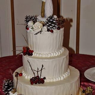 Winter wedding cake berries and pine cones