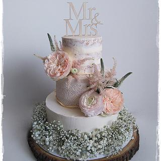 Wedding cake in cream