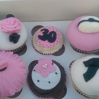 Girly chic pink, black and white cupcakes - Cake by Amy