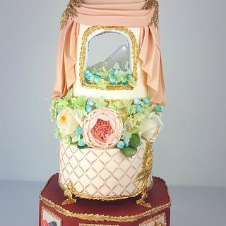 """""""Children´s Classic Books, a Sweet Collaboration"""", Cinderella Cake inspired by the 17Th century"""