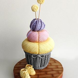 Knitting giant cupcake - Cake by Mnhammy by Sofia Salvador