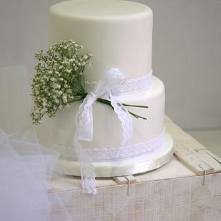 Delicate white wedding cake