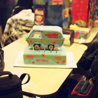 Mystery Machine - Cake by Anna Rapoza