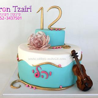 music theme birthday cake for a girl who plays the violin