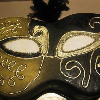MASQUERADE CAKE - GOLD AND BLACK THEME