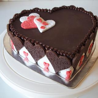 Modelling chocolate on chestnut cake