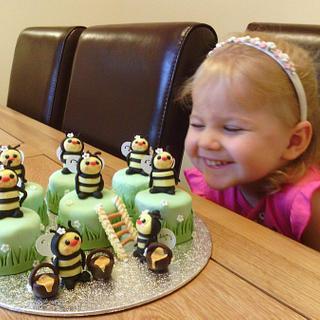 Mini Bees to match Bee Happy