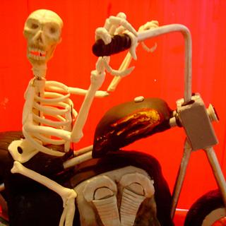 Skeliton riding a Harley. - Cake by Thereseanne