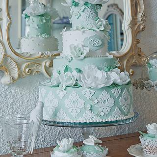 Green and white damask wedding cake !