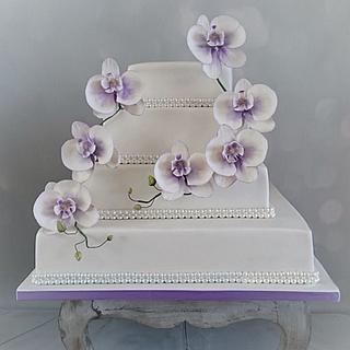 Weddingcake with orchids