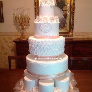Shiny bridal cake with roses