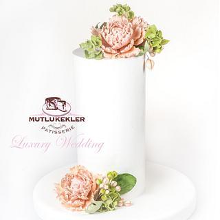 Double barrel wedding cake