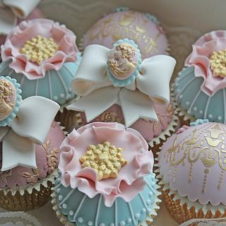 Vintage Chic Cupcakes - Cake by Cat Lawlor
