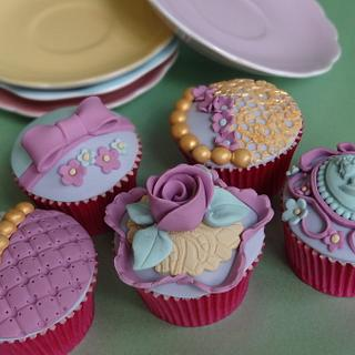 Vintage Cupcakes - Cake by Eleanor Heaphy