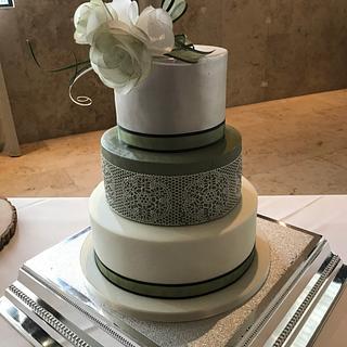 Vintage wedding cake  - Cake by DeliciousCakeCompany