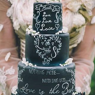 'It must be love' chalkboard wedding cake