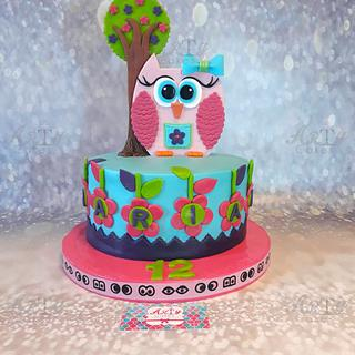 Cute Owl cake by Arty Cakes
