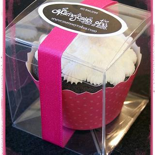 Hot pink boxed cupcake favor