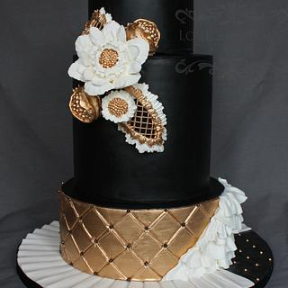 Black and Gold Bold Wedding Cake