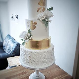 Golden elegance wedding cake