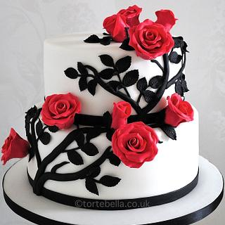 Monochrome wedding cake with Red roses