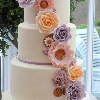 Lustre corsage wedding cake