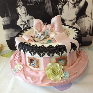 Vintage and lace hat box - Cake by chaddy