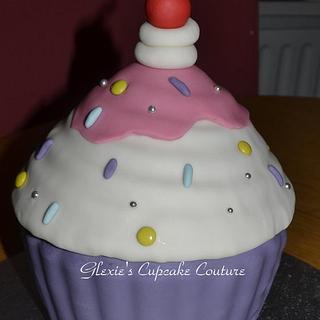 giant cupcake - Cake by glenda