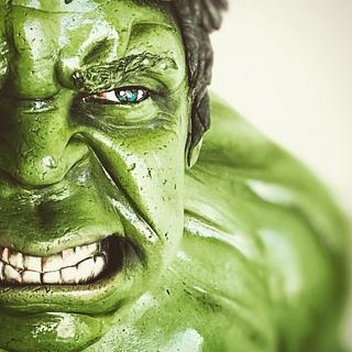 Hulk Bust cake
