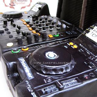 DJ CAKE (Pioneer MultiPlayer CDJ-2000)