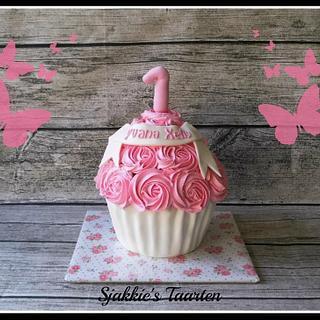 girly smash cake - Cake by Sjakkie's Taarten