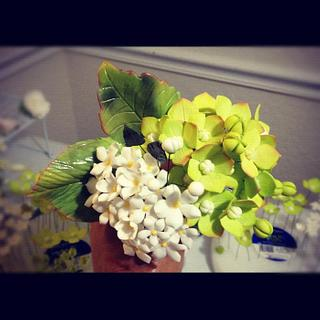 My finished sugar flower bouquet (^_^)!!! My first time making this, and I'm so happy w/ the result