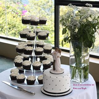 Black and White wedding cake and cupcakes - Cake by Louise Neagle